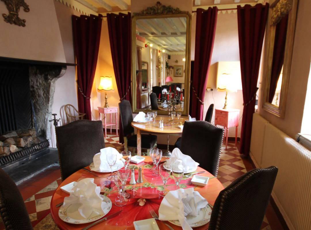 restaurant table near Orleans France