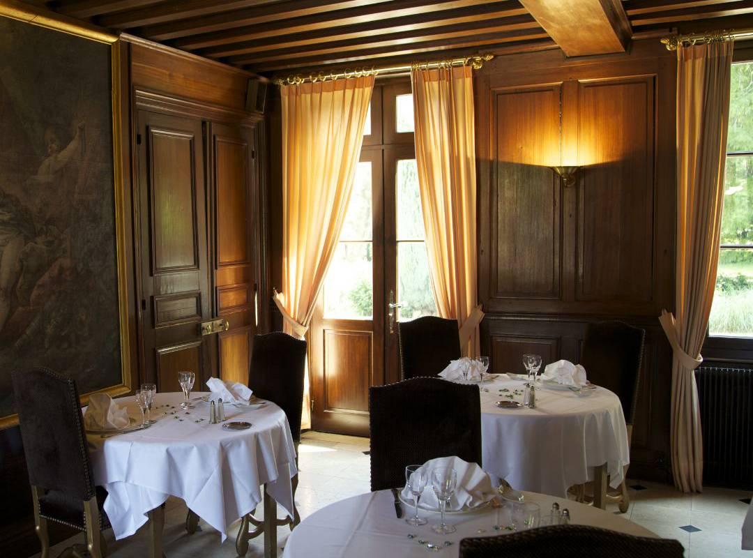 restaurant room near Orléans
