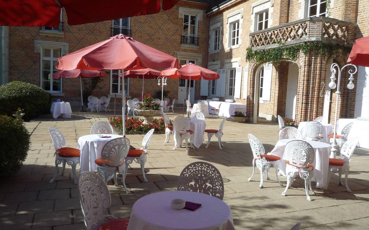 Terrasse du restaurant à La Ferté Saint Aubin