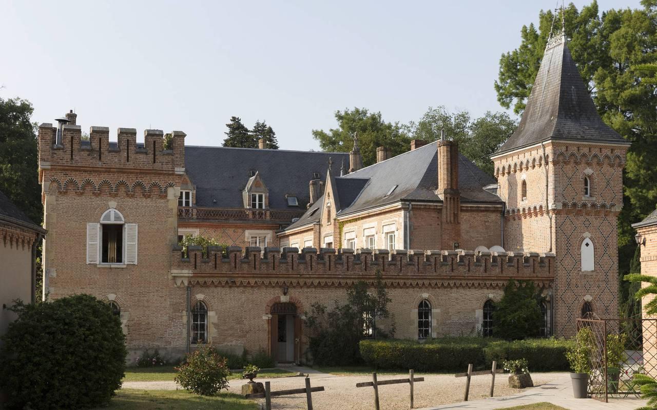 façade de l'hôtel à la Ferté Saint Aubin